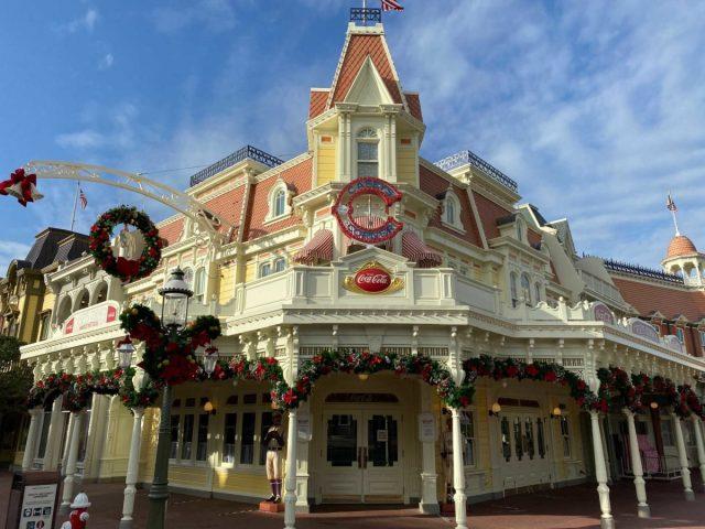 christmas-magic-kingdom-2020-decorations_14