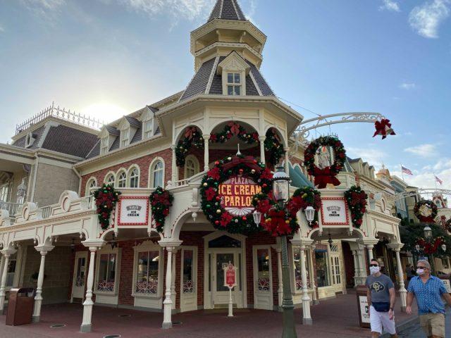christmas-magic-kingdom-2020-decorations_15