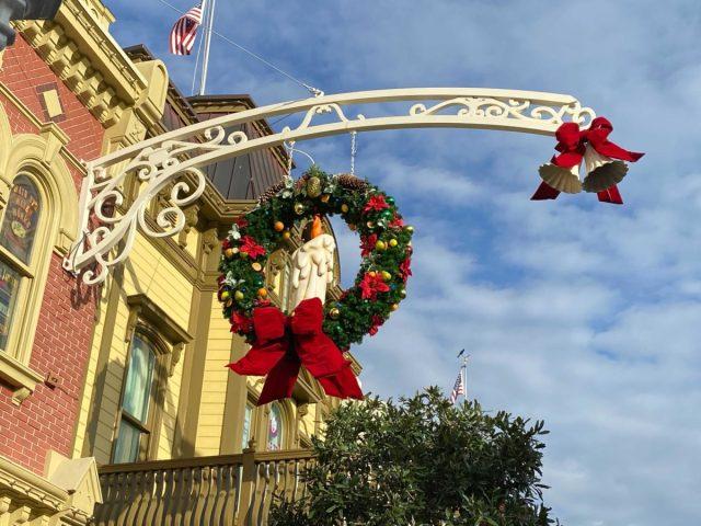 christmas-magic-kingdom-2020-decorations_19