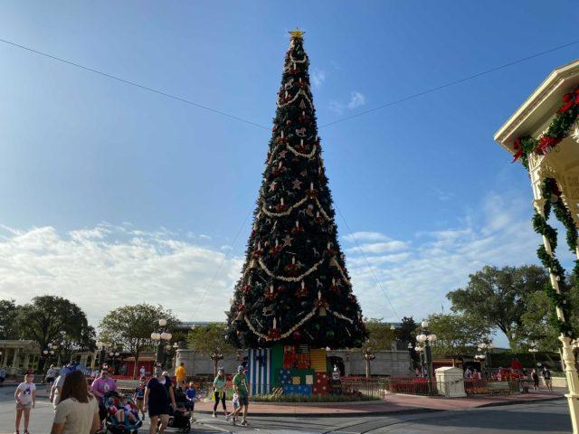 christmas-magic-kingdom-2020-decorations_22