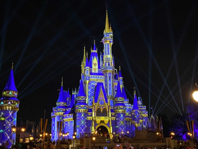 cinderella-castle-projections-christmas-2020_14-1919410