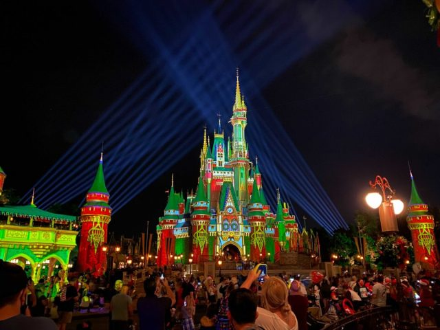 cinderella-castle-projections-christmas-2020_17-7660524