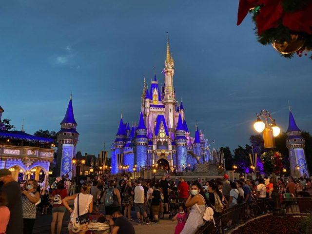 cinderella-castle-projections-christmas-2020_5