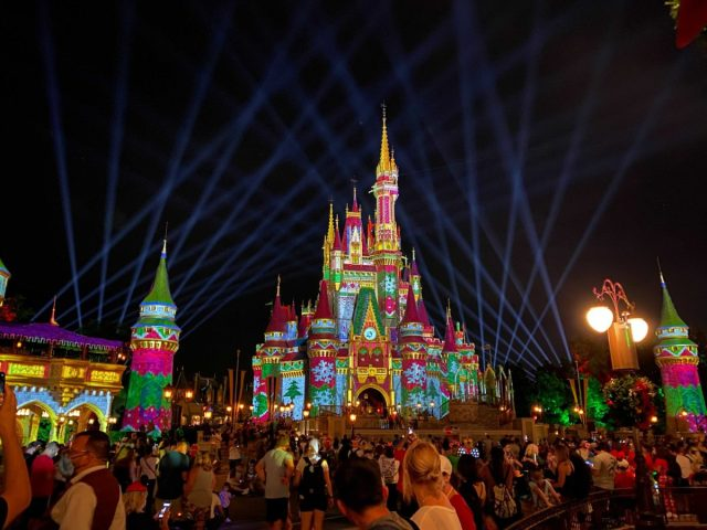 cinderella-castle-sweater-projections-christmas-2020_1-1700304