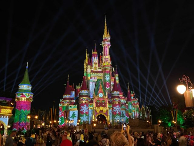cinderella-castle-sweater-projections-christmas-2020_4-9559870