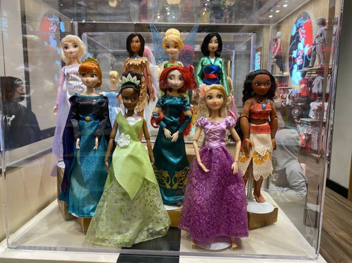 downtown-disney-district-plastic-free-packaging-classic-dolls-4-8018701