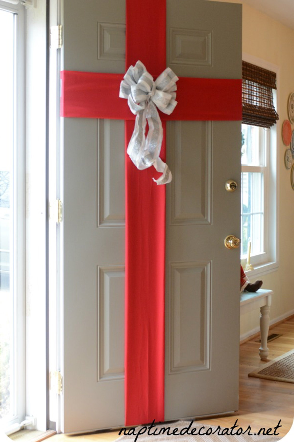 5 Best Christmas Door Decorations