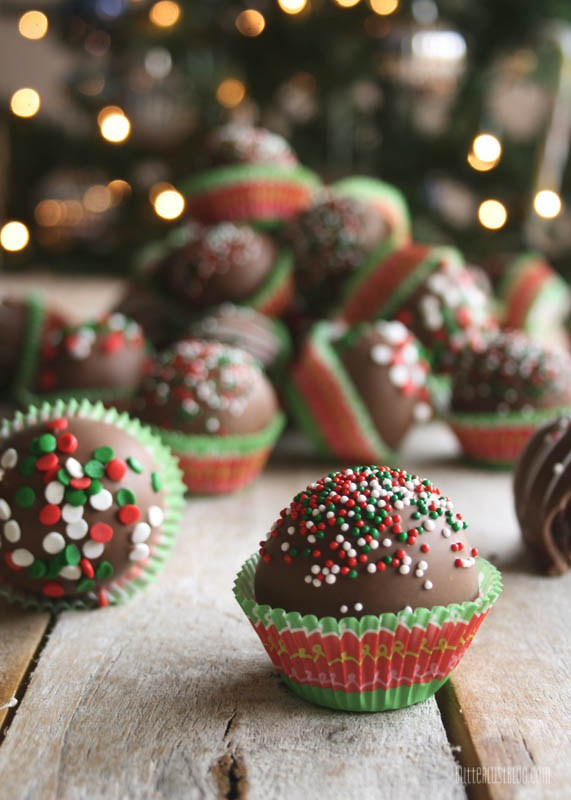 18 Christmas Cake Pops No One Will Be Able To Turn Down