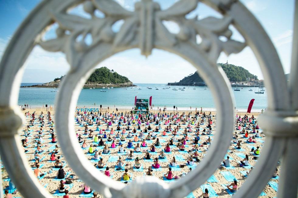 yoga-roxy-fitness-san-sebastian-2017-antoine-justes-we-creative