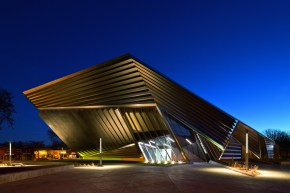 LTP400: Eli and Edythe Broad Art Museum. Michigan State University. East Lansing, Michigan (USA)Lighting design: ARUP & Peter Basso AssociatesArchictect: Zaha Hadid Architects, LondonPhoto: Brad Feinknopf, Columbus OH