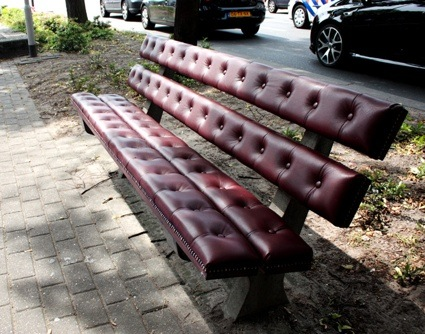 0chesterfieldparkbench02.jpg