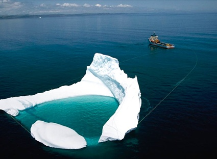 0paaaIceberg-Towing-from-Oil-Platform-National-Geographic.jpg