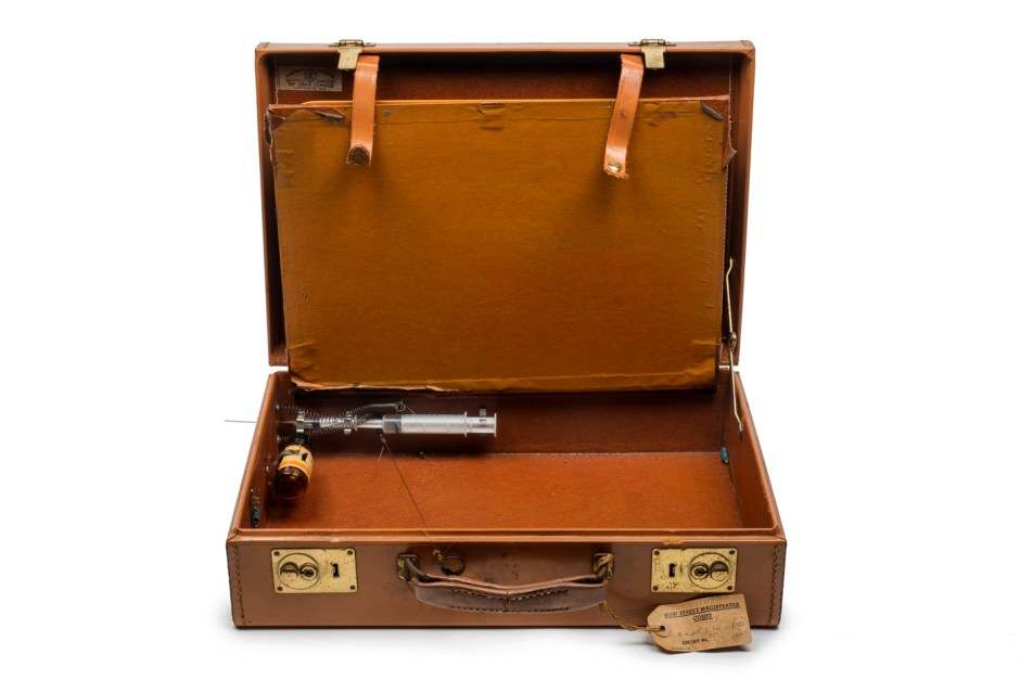 Ronnie and Reggie Kray: Briefcase with syringe and posion intended for use against a witness at the Old Bailey (never used), 1968 © Museum of London