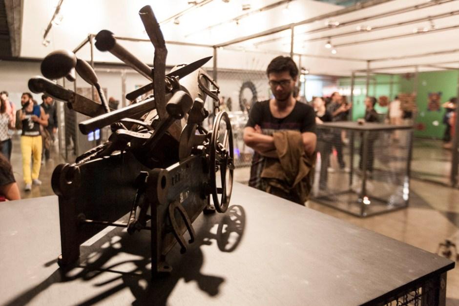 Belo Horizonte_MG, 09 de junho de 2014 Making Off de montagem e coquetel de abertura da exposicao Gambiologia, A Gambiarra nos Tempos do Digital, que acontece no Oi Futuro a partir de 10 de junho. Foto: NIDIN SANCHES / Divulgacao