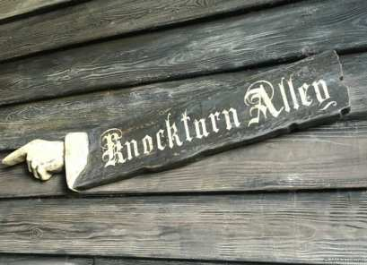The entrance to Knockturn Alley off of Diagon Alley in Universal Studios