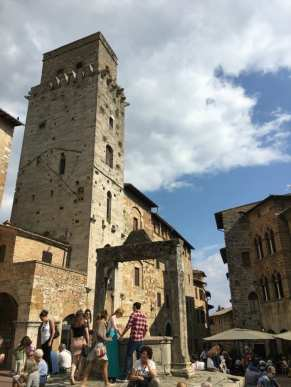 San Gimignano well