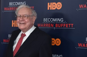 NEW YORK, NY - JANUARY 19: Warren Buffett attends 'Becoming Warren Buffett' World Premiere at The Museum of Modern Art on January 19, 2017 in New York City. (Photo by Jamie McCarthy/Getty Images)