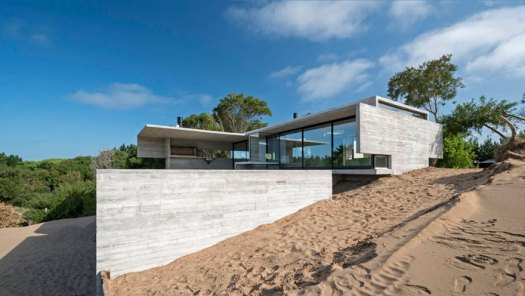 VP House in Costa Esmeralda, Argentina by Luciano Kruk. Photography by Daniela Mac Adden.