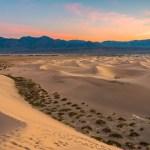 песчаные дюны долины
