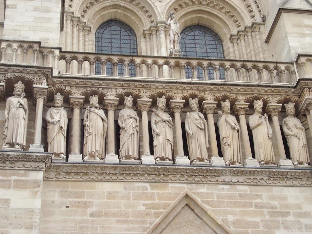 галерея королей на фасаде собора