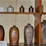 Амфоры и сосуды в экспозиции аптеки