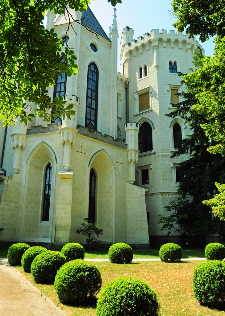 Замок в неоготическом стиле