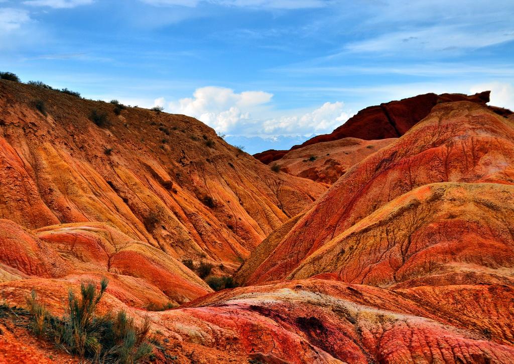 Разноцветные породы Долины Сказок