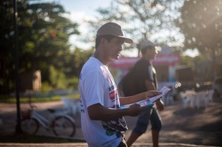 Brasiléia, located on the border with Bolivia, was in the midst of an intense Dengue and Chikungunya outbreak. City officials handed out pamphlets on the highway through town.