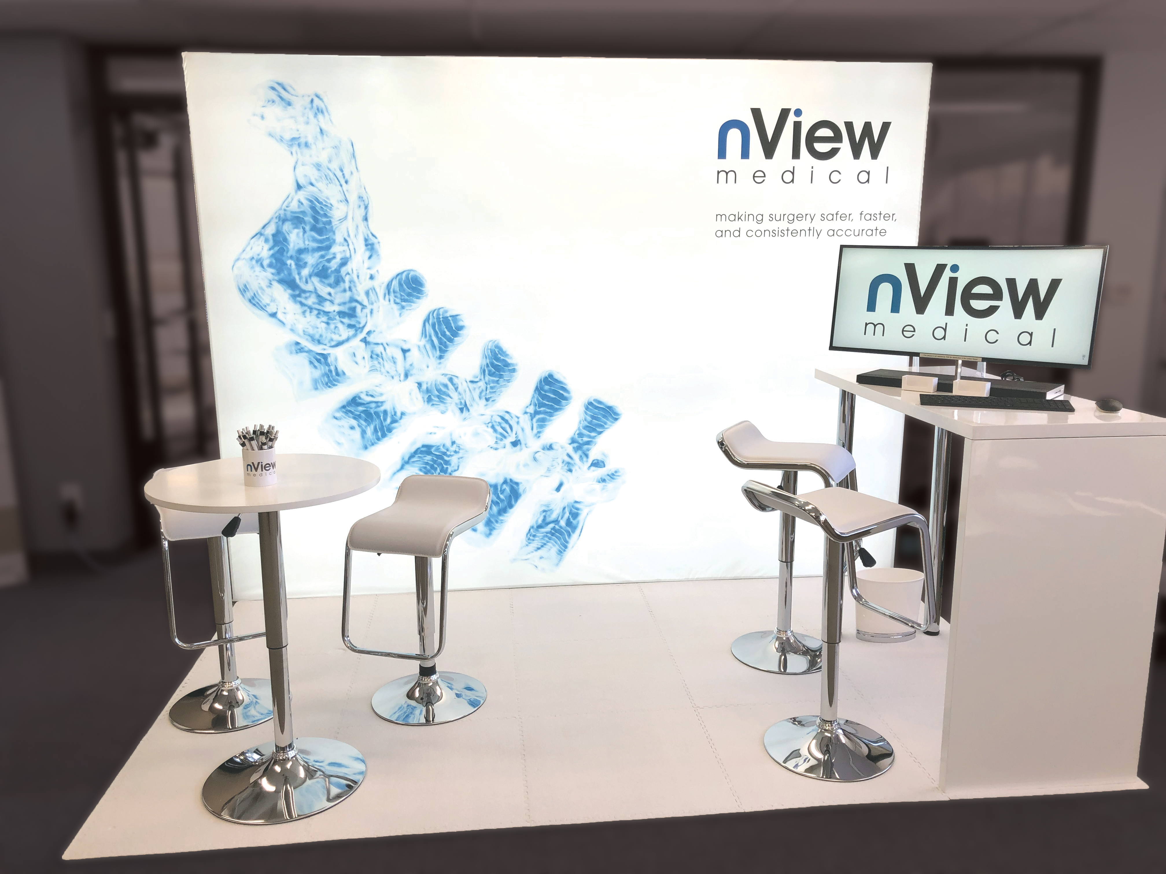 Tradeshow Booth clean moder to stand out of the crowd