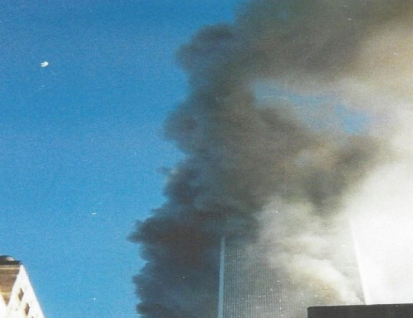 1TowerIIJustHitZoom2Before-Tower2CollapseGiveAwayPlaneFlyingByPic309112001