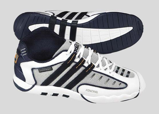 Zapatillas Asimétricas de esgrima, de Adidas