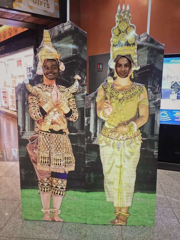 Cambodian dancers go to the UK