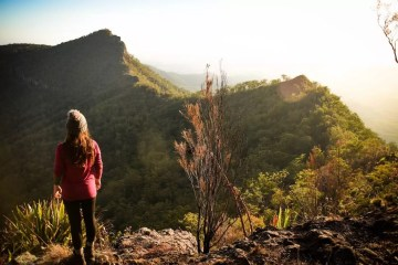 Does Your Loungeroom Have A View Like This? // Main Range NP (QLD) Lisa Owen_MtCastle, beanie, woman, lookout, mountain