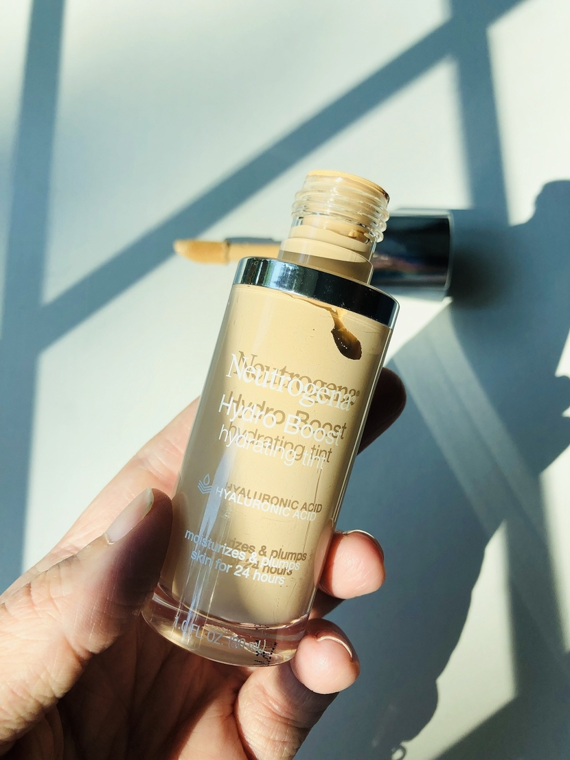 Neutrogena Hydro Boost Hydrating Tint, up close of bottle
