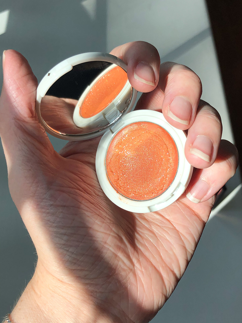 Showing Jillian Dempsey Lid Tint in the shade Peach