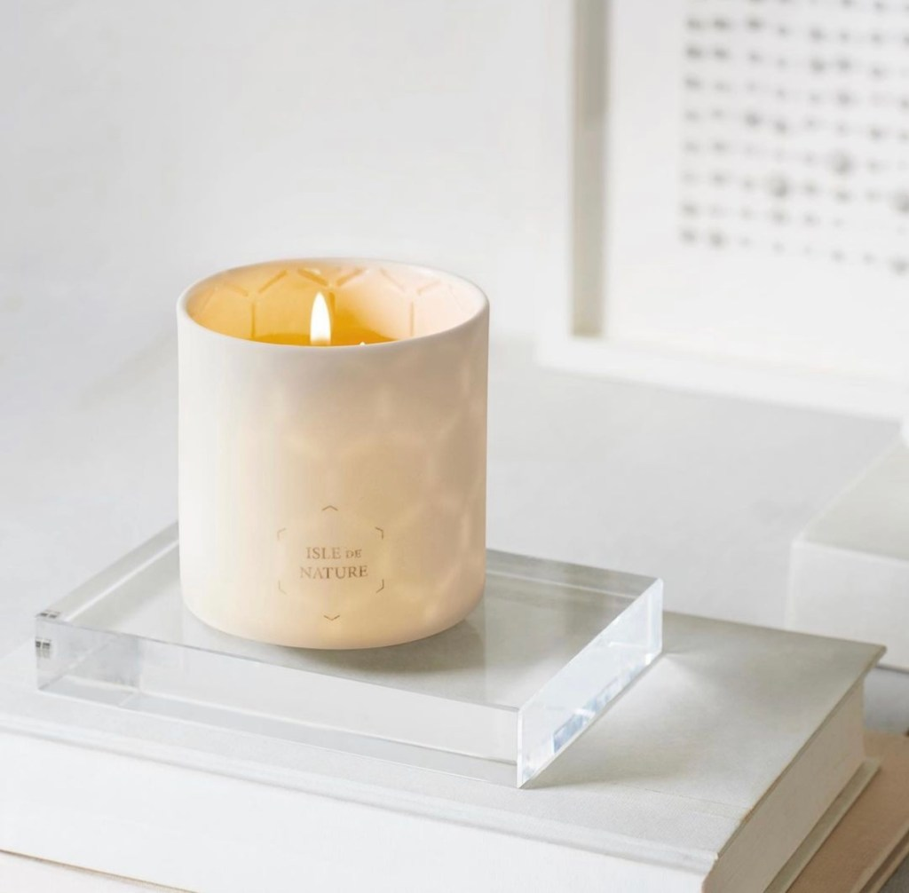 Beauty Insider Holiday Gift Guide Part 3 - Isle de Nature Beeswax Candle
