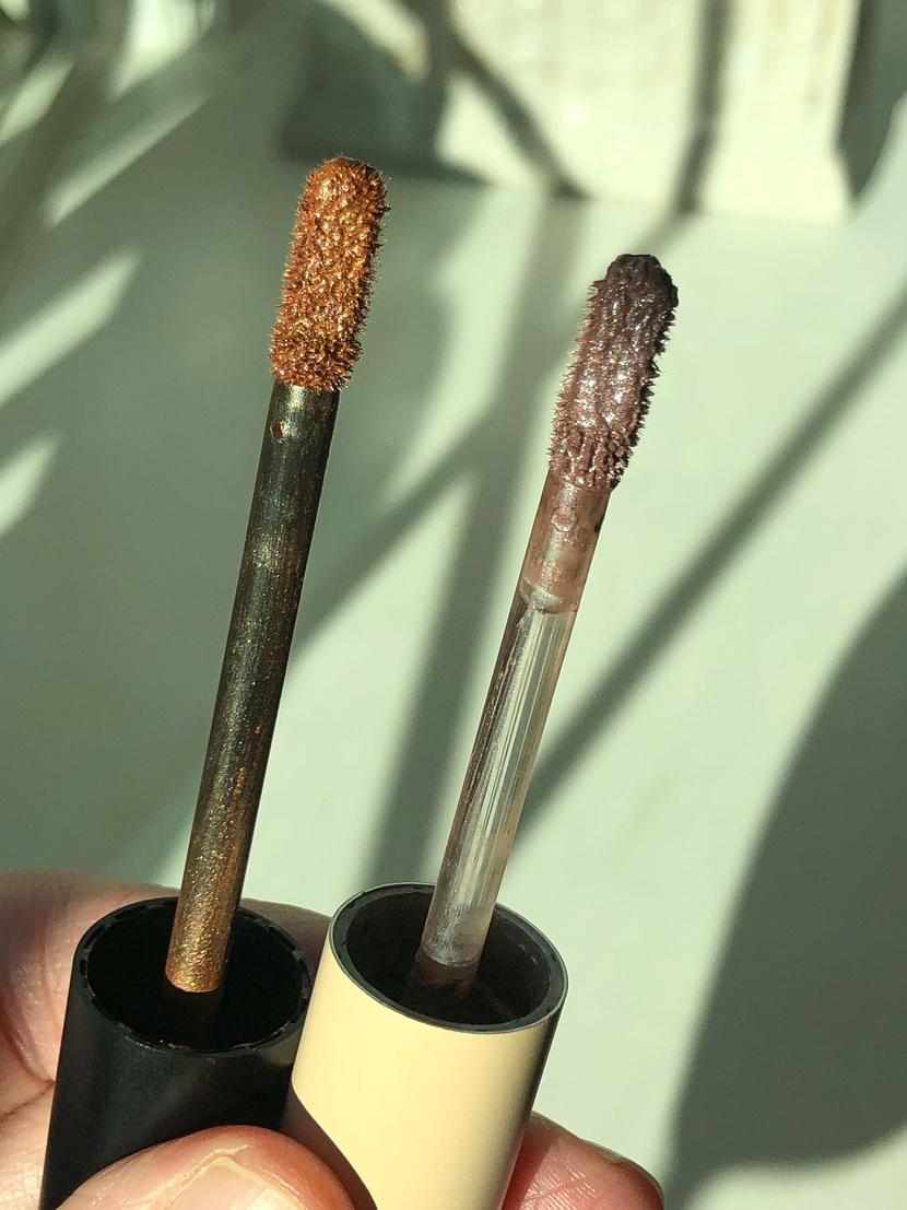 Comparing applicators on Kosas 10 Second Eyeshadow (left), and ILIA Liquid Powder Chromatic Eye Tint (right)