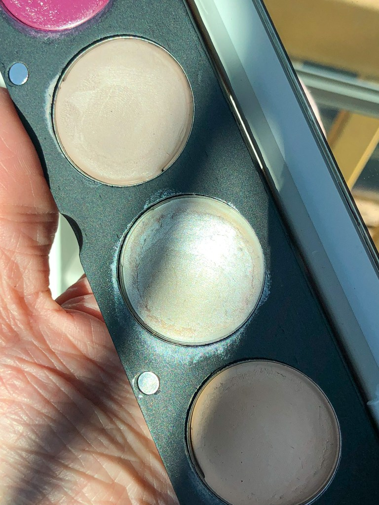The Organic Skin Co In the Spotlight Luminizer in Lunar