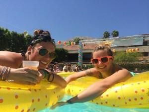 Dinah Shore, deux filles piscine