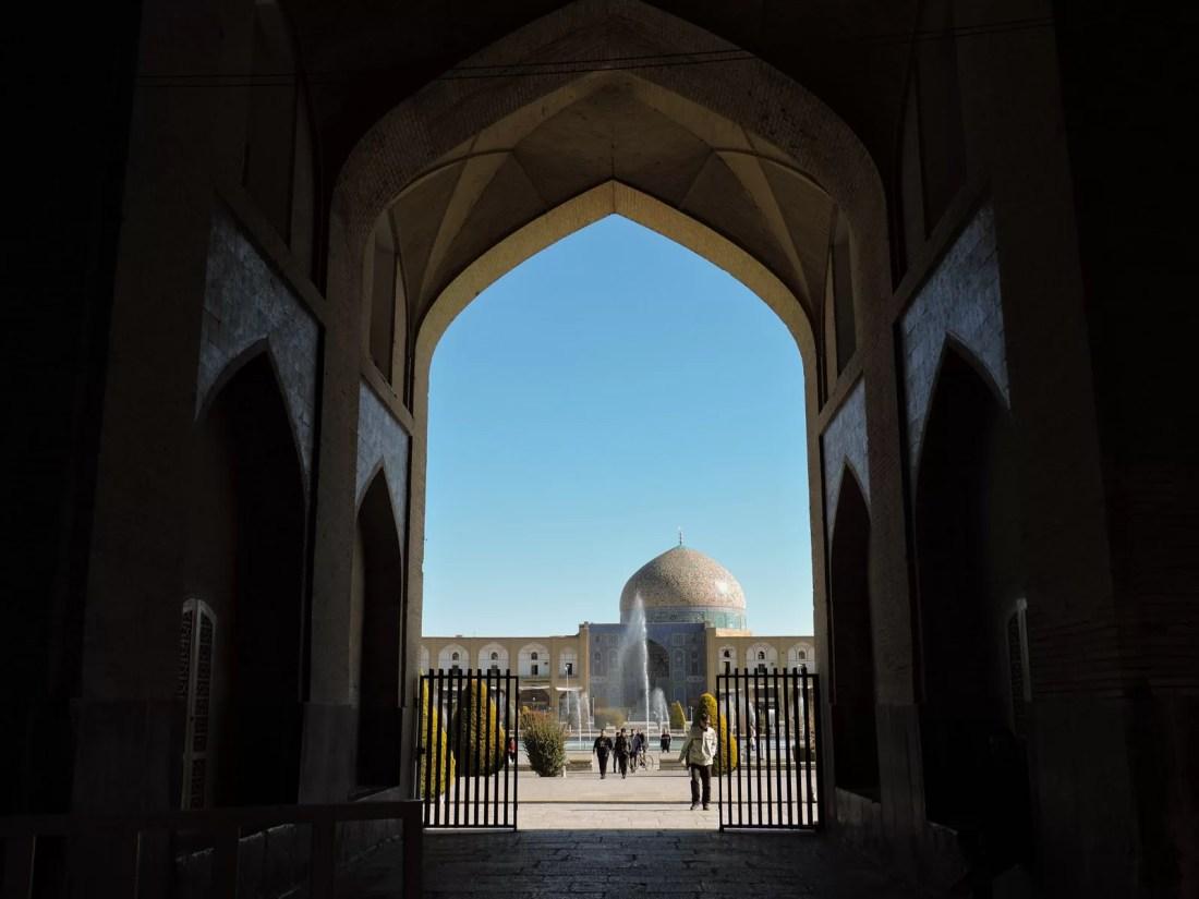 Il nero dei contrasti: Loftollah visto da Ali Qapu a Isfahan