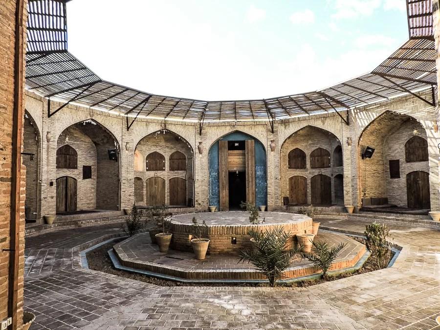 Il cortile centrale rotondo dello Zein-o-Din zein-o-din caravanserai