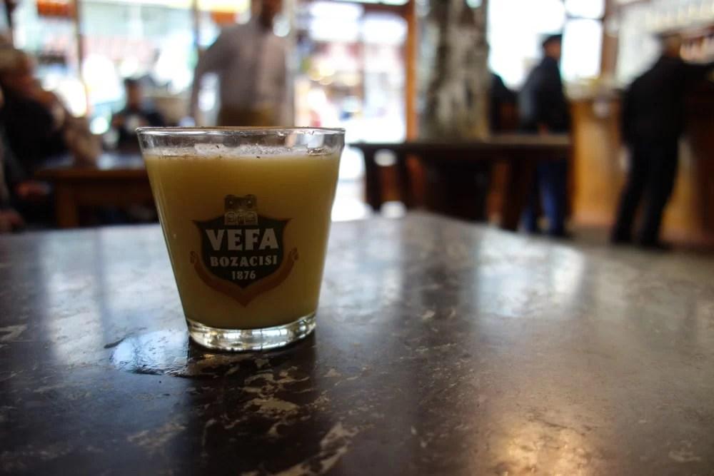 Un bicchiere di Vefa Bosa
