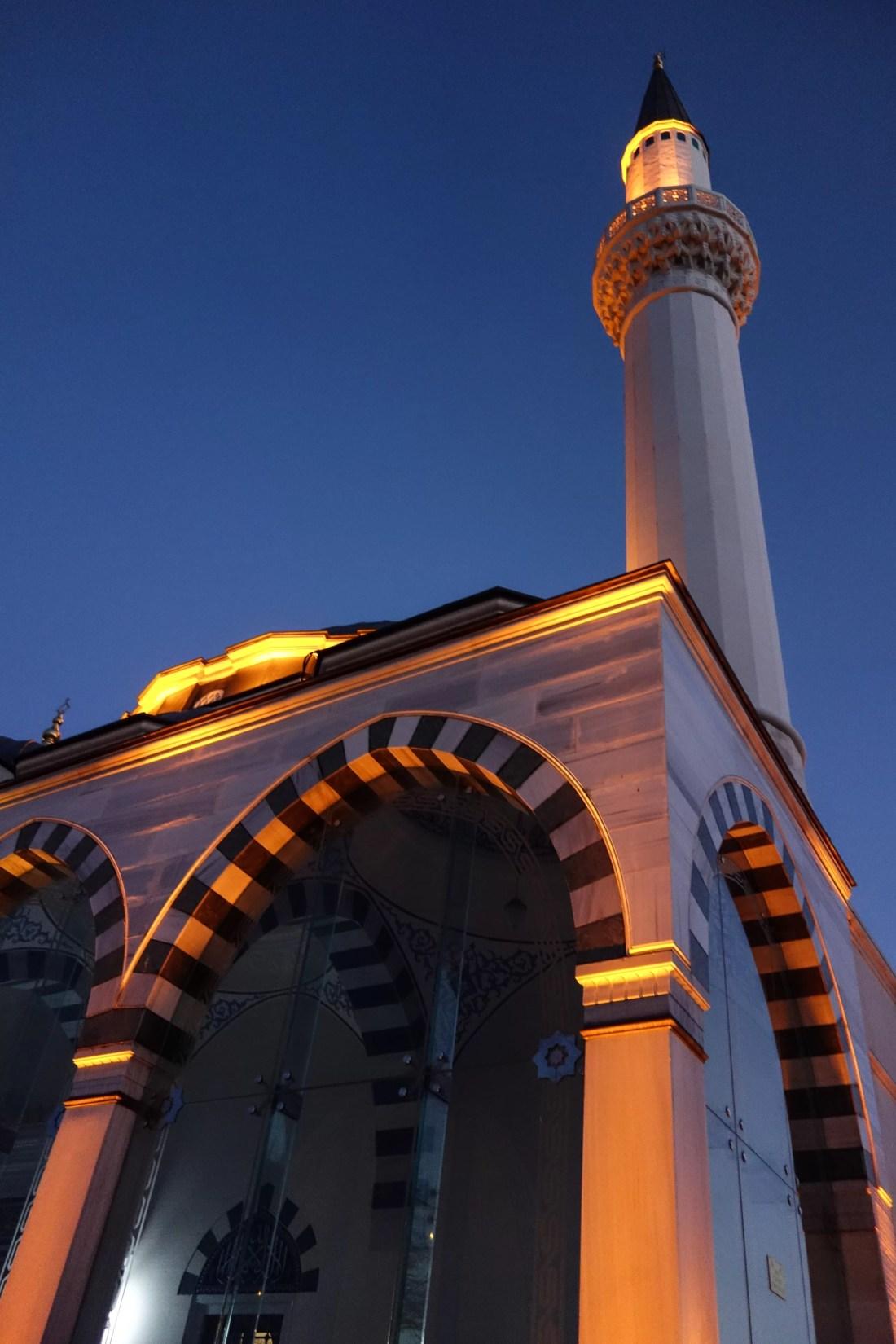 Una delle moschee di Kuzguncuk al tramonto