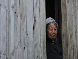 Signora al villaggio di Maligcong