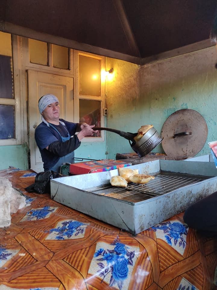 Una delle chicche Gastronomiche della zona di Osh sono i Samsa, dei saccottelli di pane ripieni di carne cipolla e spezie. #yum