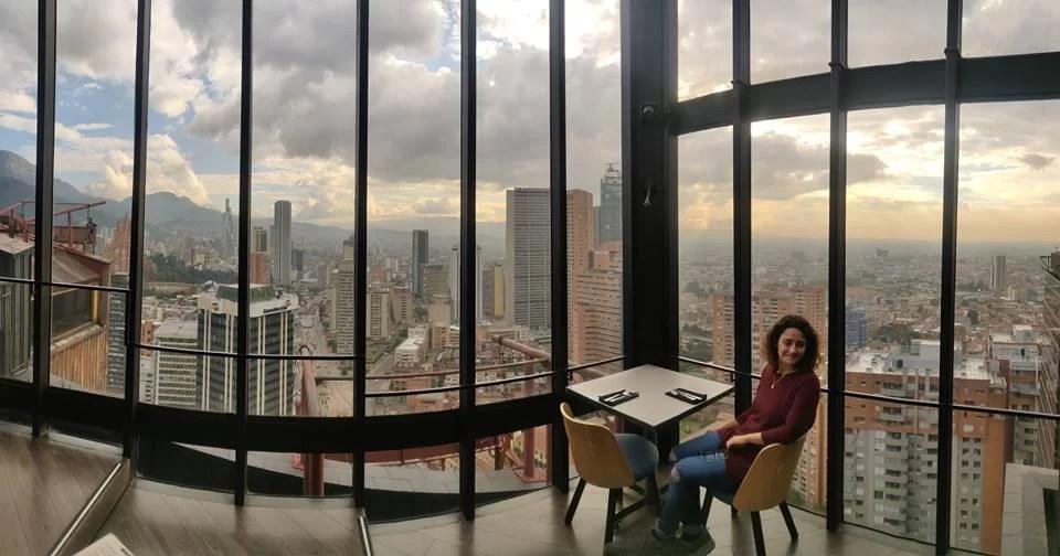 La vista sul centro di Bogotà da Centrico, spettacolare bar nei pressi del museo nazione