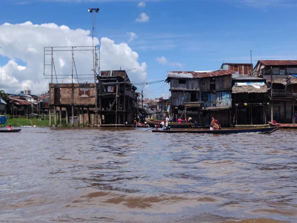 """Una vista dal """"canal grande"""" di Belen a Iquitos"""