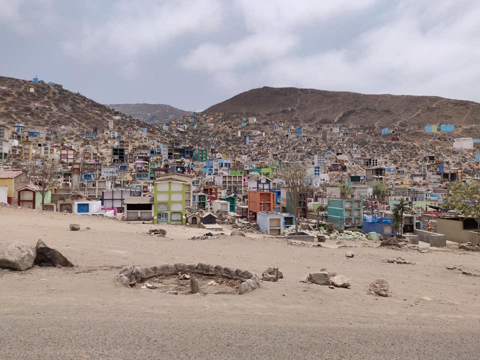 Cimitero di Nuova Esperanza nella zona sud di Lima