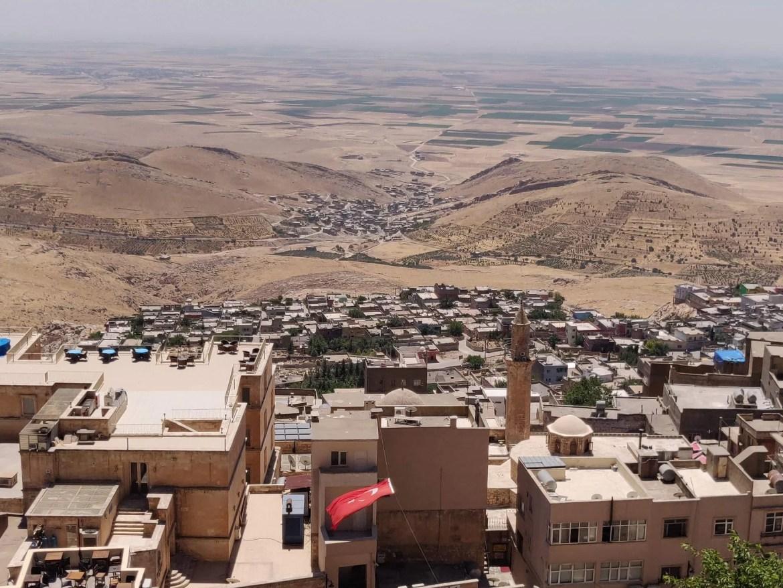 Scorcio, la piana della mesopotamia vista da Mardin. All'orizzionte, la Siria