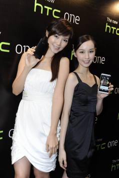 Resize of Elva and Sabina with The new HTC One_2